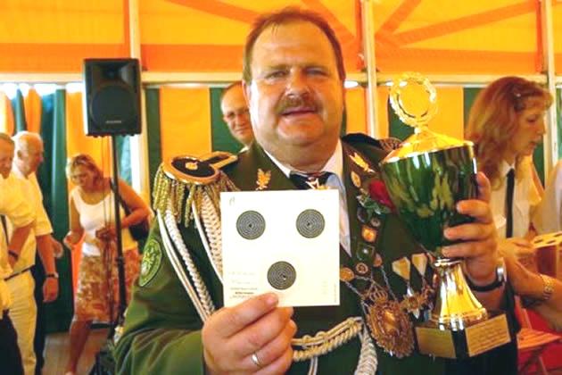 König der Könige Thomas Schenck mit Sieges-Scheibe