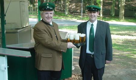Schuetzenfest 2010 - I. Exerzierabend Rekruten bei der Versorgung der Truppen