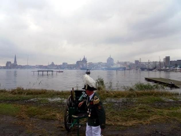 Stadtkulisse mit Kanone